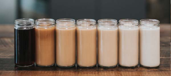 cold brew kaffee in verschiedenen varianten von nathan dumlao via unsplash
