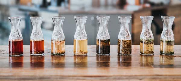 cold brew tee in verschiedenen varianten von nathan dumlao via unsplash
